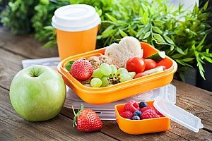 bento lunch boxes that have fruits and vegetables in them in order to substitute for BPA products