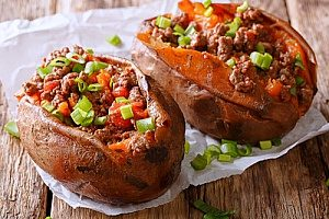 stuffed sweet potatoes that you can make in ten minutes and then store in a bento lunch box for the rest of the day